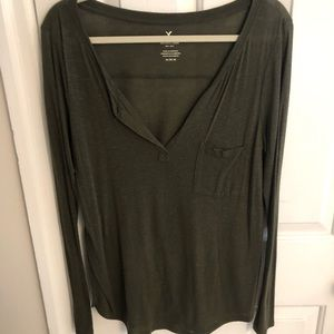 Olive green AE long sleeved flowy shirt